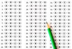 яблоко записывает изолированную образованием белизну башни школы испытание листа счета ответов Стоковое Фото