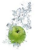 яблоко - зеленая вода Стоковые Фотографии RF