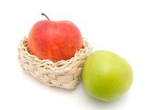 яблоко - зеленое красное вкусное Стоковое фото RF