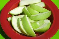 яблоко - зеленые здоровые ломтики Стоковое фото RF