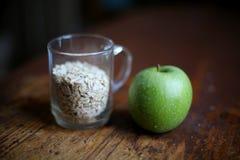 Яблоко и овес Стоковые Фото