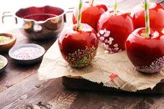Яблоко сахара с красной замороженностью Яблоко рая помадок на рынке в g Стоковые Фотографии RF
