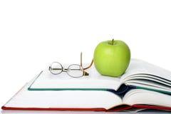 Яблоко с книгами Стоковое Изображение
