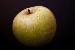 Яблоко с падениями воды Стоковые Фото