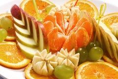 Яблоки, апельсины, tangerines, виноградины, бананы Стоковые Фото