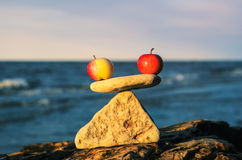 Яблоки в балансе Стоковое Изображение RF