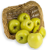 Яблоки золотые - очень вкусный в корзине Стоковые Фото