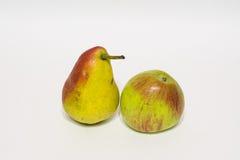 Яблоки и груши изолировано Стоковые Фотографии RF