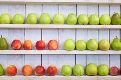 Яблоки и груши Стоковые Изображения