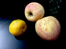 Яблоки и померанцы стоковая фотография rf