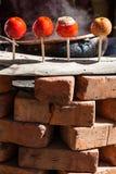 Яблоки конфеты для продажи в рынке Стоковая Фотография RF