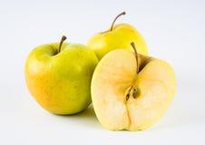 Яблоки на белой предпосылке стоковая фотография rf