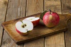 Яблоки на доске Стоковая Фотография