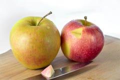Яблоки на столе Стоковая Фотография