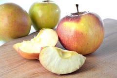 Яблоки на столе Стоковые Фотографии RF
