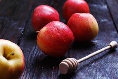 Яблоки на таблице Стоковое Изображение RF