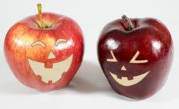 Яблоки хеллоуина с смеясь над сторонами Стоковые Фото