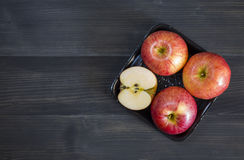 Яблоки для здоровья на деревянной предпосылке Стоковая Фотография RF