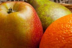 Яблоко, апельсин, и плодоовощ груши стоковое изображение rf