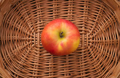 Яблоко в корзине Стоковая Фотография RF