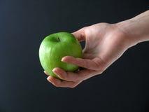 Яблоко в руке Стоковые Изображения