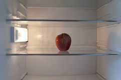 Яблоко в холодильнике Стоковое Фото