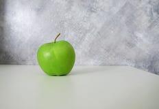 яблоко - зеленая таблица Стоковое Фото