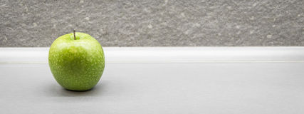 яблоко - зеленые waterdrops Стоковое фото RF