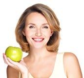яблоко - зеленый счастливый ся детеныш женщины Стоковое фото RF