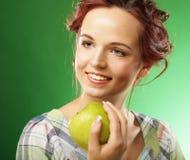 яблоко - зеленый счастливый ся детеныш женщины Стоковая Фотография RF