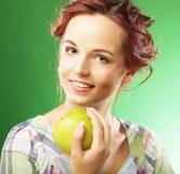 яблоко - зеленый счастливый ся детеныш женщины Стоковое Изображение RF