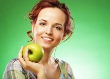 яблоко - зеленый счастливый ся детеныш женщины Стоковое Фото
