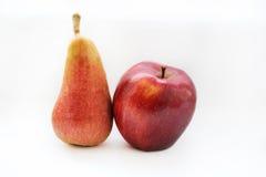 Яблоко и груша изолированные на белизне Стоковая Фотография RF