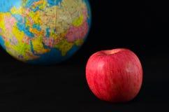 Яблоко и земля Стоковые Изображения
