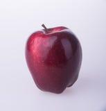 Яблоко или красное яблоко на предпосылке Стоковое Изображение