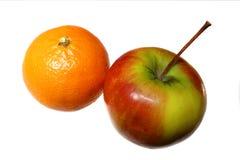 Яблоко и мандарин Стоковые Изображения