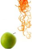 Яблоко и некоторая заскрежетанная морковь Стоковое Изображение
