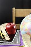 Яблоко и школьные принадлежности Стоковое фото RF