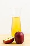 Яблоко и яблочный сок стоковая фотография