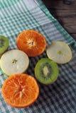Яблоко, киви и tangerines Стоковое Изображение RF