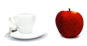 Яблоко красного цвета whith чашки чаю или coffe Стоковая Фотография