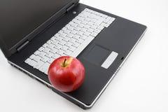 Яблоко на компьтер-книжке Стоковая Фотография RF