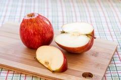 Яблоко на классн классном стоковая фотография