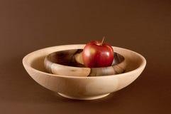 Яблоко на плите Стоковое Изображение