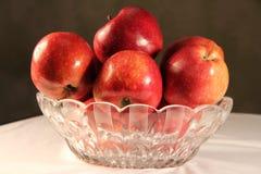 Яблоко на таблице Стоковое Изображение RF