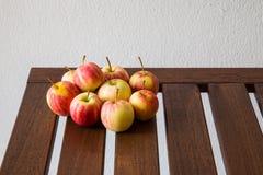 Яблоко на таблице Стоковое фото RF