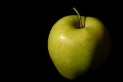 Яблоко на черноте Стоковое Фото