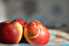 Яблоко с сердцем Стоковые Изображения RF