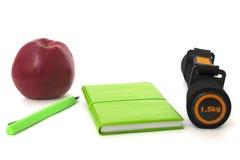 Яблоко штанги и изолированная тетрадью белизна стоковые изображения rf
