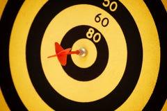 Яблочко ударенное стрелкой черное и желтое Стоковые Изображения